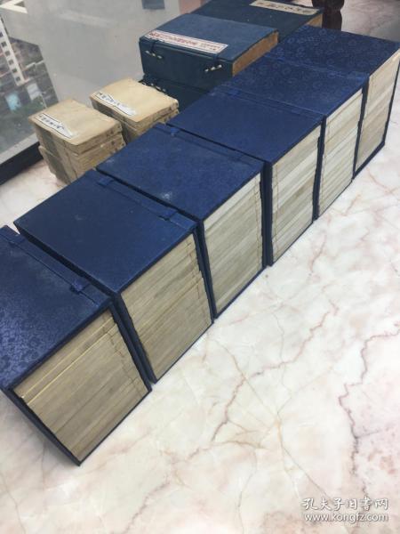 精美巾箱本,清代白纸石印《钦定佩文韵府》存6函82册,自然高度90,原装原签,石印精美,尺寸:15.5*8.8