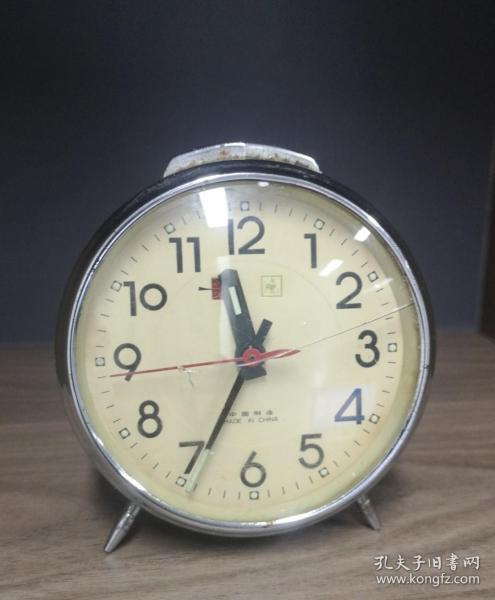 一个老式闹钟  满满的年代感 旧货