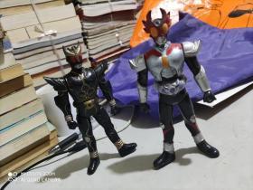 假面骑士公仔玩具两个