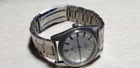 2号,95新,古董,瑞士产,17钻,早期梅花机械手表 ,据上个卖家说己保养过,没时间测,保走不保准吧,后壳细划痕较多,少见好品古董低价老手表,售出不退,看好下手,发德邦快递,运费到付