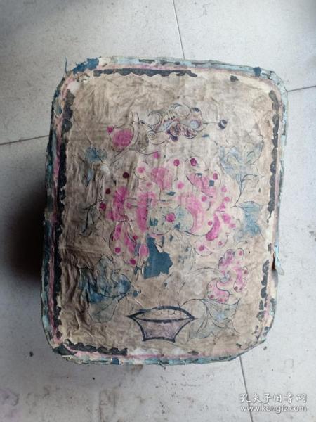 库,民国左右民俗纸糊原盒,手绘花卉年画,内贴外文老报纸,36*30*16cm