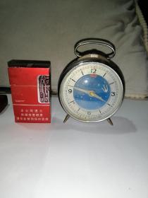 80年代怀旧钻石牌闹钟。     上海出品。机械的。高12,直径9厘米。坏了。不能使用。当配件,摆件出。有喜欢的朋友就来购买吧。不包邮