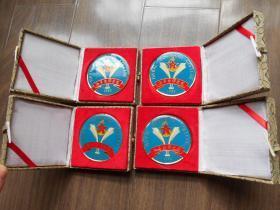 约90年代【海军指挥学院(南京),纪念章】4枚合卖。直径:6.9厘米,锦盒装