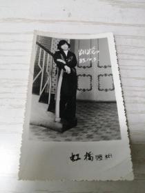 【老黑白照片(相片)】1985年美女生日留念(85.10.3)10*6公分