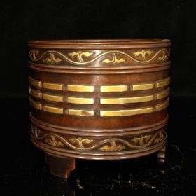 T紫铜鎏真金香炉,包浆醇厚,铸造精细,设计精妙,精美绝伦,铸工犹如行云流水,材质上乘,造型古朴,很有深意,重量2.39公斤
