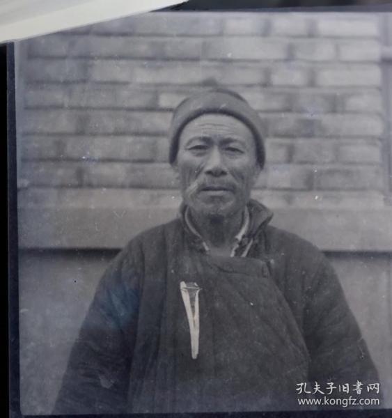 1955年底片一张、安徽合作化劳模戴红飘带的肖像摄影。