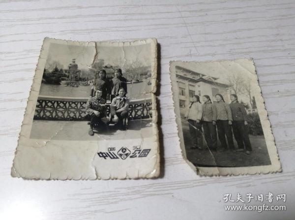 【文革老照片】1974年武汉中山公园四美女《分别留念》7.3*6公分 又同时期四美女照片一张5.8*4.3公分