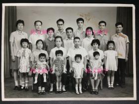 老照片 全家福 大家庭 衣服整洁 很多人 儿童可爱 画质清晰 等等 5张 合售 有的品弱