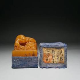 邓散木刻田黄兽钮印章 尺寸:4.2×3.3×3.3厘米 重量:89克