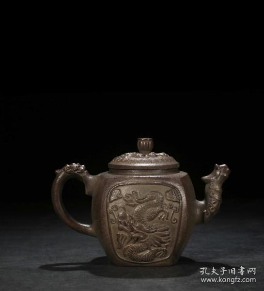 """""""开窗龙纹""""方壶"""