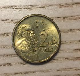 澳大利亚2澳元铜币毛利人和中年伊丽莎白女王头像(鄙视卖假币的) 汇率11元。