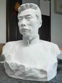 鲁迅半身瓷像