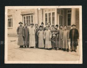 1935年,中国地质学先驱 袁复礼与友人在清华大学合影?有相主题注签名