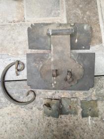 民国时期衣柜的铜配件
