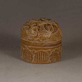 吉州窑黄釉花卉纹胭脂盒