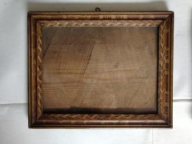 民国老相框两个 作工精细  带精美纹饰少见  放珍贵老照片可以提升价值
