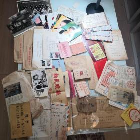 各种证件:革命委员会服务证、中蘇友好协会会员证、国外往来信件、66年退职人员证明书、老活期存折、居民购粮证、明老照片、星明信片12等  品好