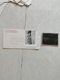 珍稀老照片:在柳亚子葬礼上,刘少奇,周恩来为柳亚子灵柩执绋照片一张,附底片一张。(网上首现)