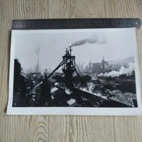 【文革新闻照片】全国工业新闻炼钢厂生产照片一张