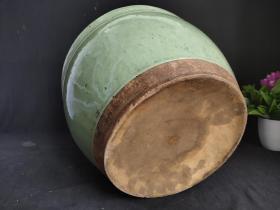文房豆青釉卷缸,文房用品,包浆浓厚,包老包真,尺寸品相如图。