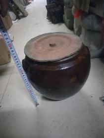 酱釉带盖茶叶罐一个
