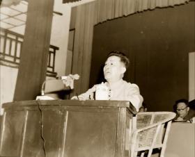 1973底片一张:安徽文艺创作会议上发言的黄梅戏剧作家时白林
