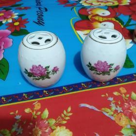 景德镇瓷罐一对(牡丹图案)
