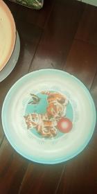 梅花鹿 牌  搪瓷盘   猫蝶  (直径:34cm)品好