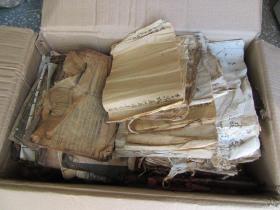 一纸箱线装书残本、各种新、老账本合售,都是残书烂纸,低价处理,售后不议不退!