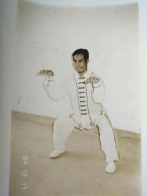八十年代老照片 南少林稀有拳种:金狮拳代表性传人-纪约弟拳照 13*9cm  八十年代武术挖掘内部片《八闽雄风》录入的人物