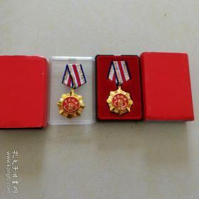 中国税务,荣誉证章,从事税务工作三十年以上,1995.01,有盒。单枚!