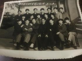 省商校实习生留影于新洲 1985 5