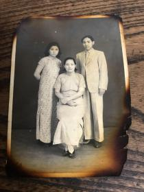 民国老照片---家庭照(边角烧过)