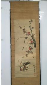 梅山樵者《鸳鸯图》原装绢本绫裱无轴,保清中期手绘真迹作品,名头自查,尺寸:111 x 41 cm。