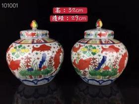 大明嘉靖年制斗彩手绘鱼纹茶叶罐一对 画工精细 胎质细腻