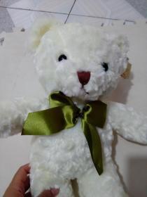 白色毛绒小熊玩偶