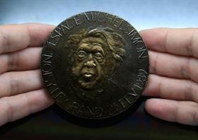 第17届柏林国际电影节 银熊奖-最佳男演员 米切尔·西芒7.8厘米