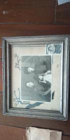 民国 老照片 一家三口照片 +儿童照片(带银锁) 合售 带原框