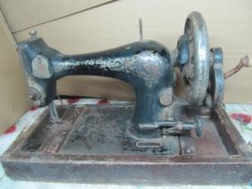 民国时期进口老古董手摇缝纫机,有外套箱壳