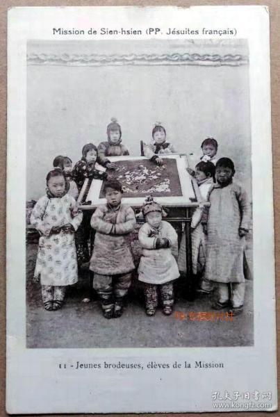 清代民国老明信片-河北沧州献县儿童刺绣绣花纺织教会片民俗服饰