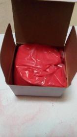 水飞朱砂,这是1小盒100克的价格,做朱砂印泥,朱砂墨,寺院道观大师道友专用(量大可以要一箱或一大盒给您改价,一箱包括20大盒,大盒包括10小盒,每小盒100克)画符 点睛 启智,抄经  绘画  开光 佩戴  辟邪。除了颜色喜庆之外,鲜红的朱砂被古人认为可以避邪,性味 甘,微寒。  归经 归心经。  功效 清心镇惊,安神,明目,解毒。内附制作朱砂印泥朱砂墨的方法,道家画家及文人墨客之福利