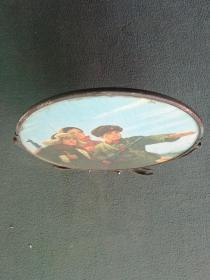 文革时期,戴毛主席像章,漂亮宣传画《镜子》