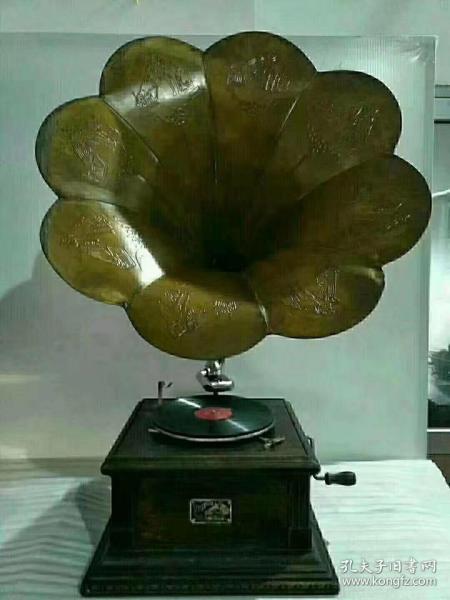 民国时期,红木坐,手摇单喇叭留声机,包存完整,正常使用,精美漂亮,全品hs