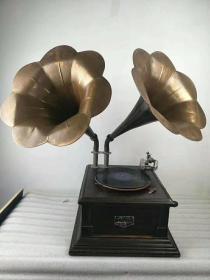 民国时期,红木坐,手摇双喇叭留声机,包存完整,正常使用,精美漂亮,全品hs