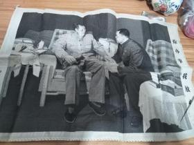 文革时期宣传画,杭州织锦厂制,这幅照片最后一张里面照了有一个小小的洞,不仔细看看不出来,介意者勿拍
