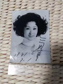【超珍罕】 三田佳子 签名 照片(81年)(多谢 书友 东风照烈 告诉我照片中的人物 是 三田佳子 我 以为是 栗原小卷呢)