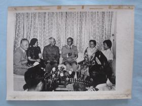 文革时期宣传照片刘少奇。陈毅《和越南领导在一起》