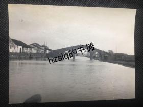 【照片珍藏】民国初苏州胥门外胥江上之枣市桥及周边房屋、河岸等景象,该桥1981年拆除后在吴门桥不远处复建为蟠龙桥。老照片品质颇佳、内容少见、甚为难得