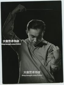 """1962年著名世界著名华裔指挥家朱晖先生,祖籍广东潮洲。朱晖是世界上屈指可数的著名的亚洲籍指挥家,他与日本的小泽征尔和印度的祖宾·梅塔同被人们誉为""""东方鼎足而立的当代三大指挥家""""。"""