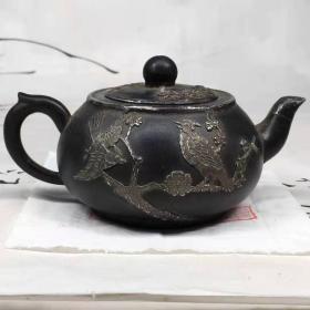 清代喜鹊登梅包锡紫砂壶一把,包浆浓厚,保存完好,细节如图!